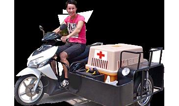Marlie op haar scooter